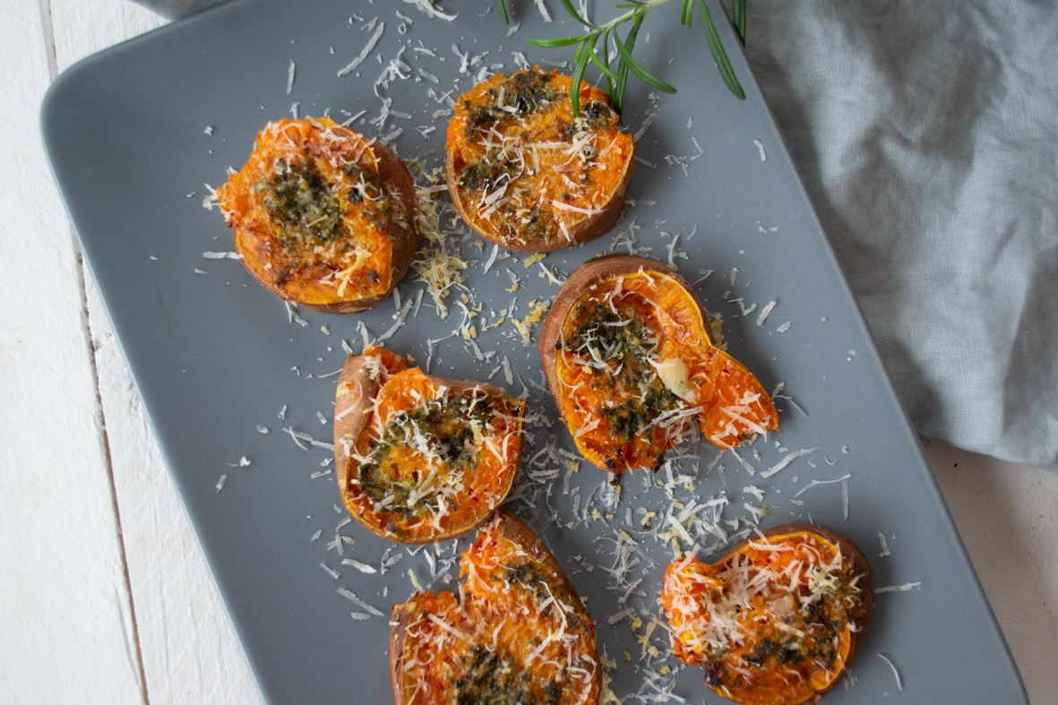 Smashed Sweet Potatoes mit Parmesan
